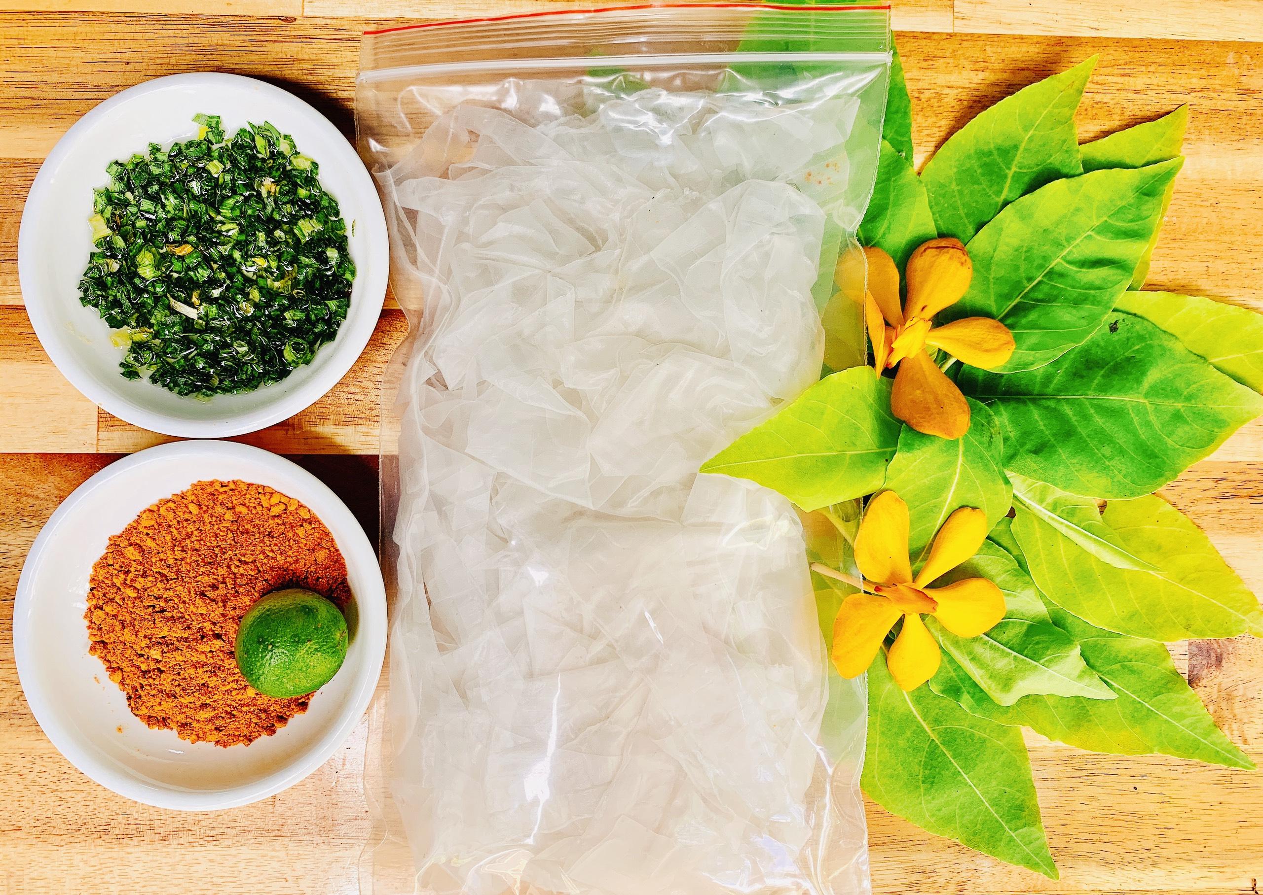 Banh-Trang-Deo-Tron-Muoi-Hanh